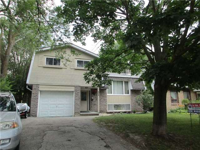 Detached at 31 Gateway Dr, Guelph, Ontario. Image 1