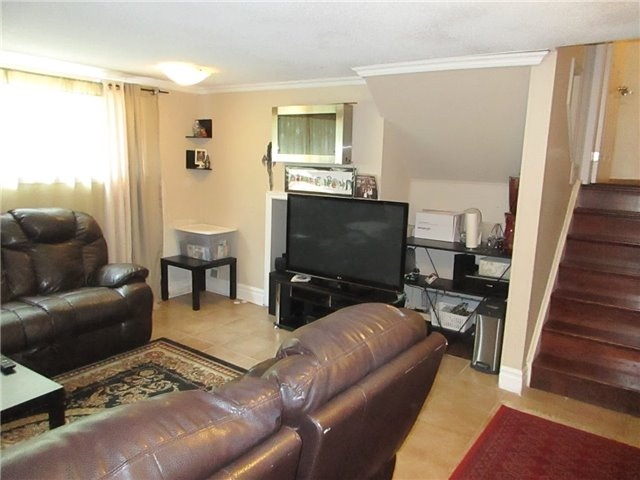 Detached at 31 Gateway Dr, Guelph, Ontario. Image 14