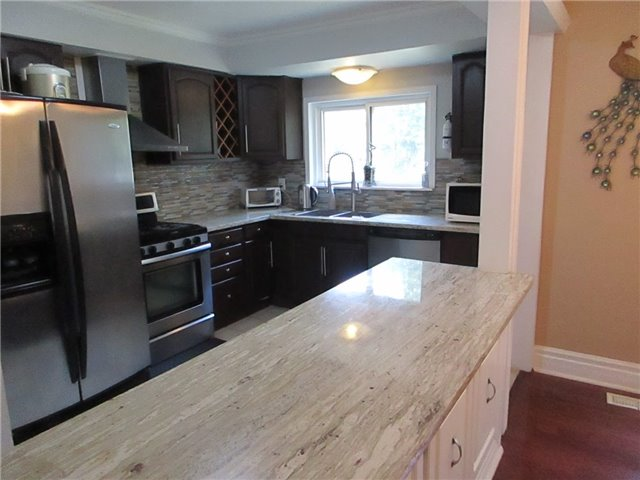 Detached at 31 Gateway Dr, Guelph, Ontario. Image 16