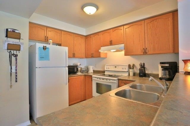 Townhouse at 281 Mcmeeken Dr, Cambridge, Ontario. Image 5