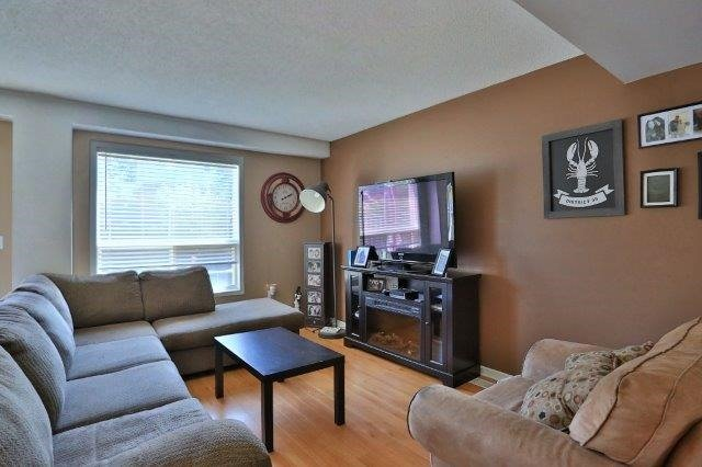 Townhouse at 281 Mcmeeken Dr, Cambridge, Ontario. Image 6
