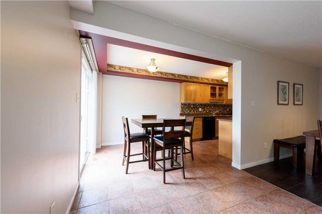 Condo Townhouse at 7 Southside Pl, Unit 24, Hamilton, Ontario. Image 12