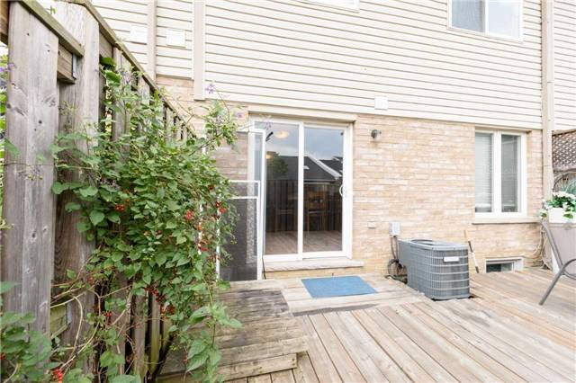 Condo Townhouse at 7 Southside Pl, Unit 24, Hamilton, Ontario. Image 8
