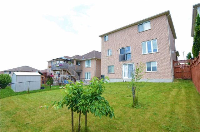 Detached at 96 Flaherty Dr, Guelph, Ontario. Image 8