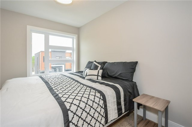 Condo Townhouse at 60 Arkell Rd, Unit 21, Guelph, Ontario. Image 2