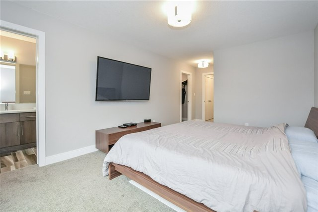 Condo Townhouse at 60 Arkell Rd, Unit 21, Guelph, Ontario. Image 5