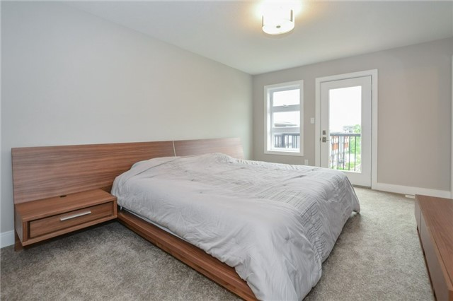 Condo Townhouse at 60 Arkell Rd, Unit 21, Guelph, Ontario. Image 6