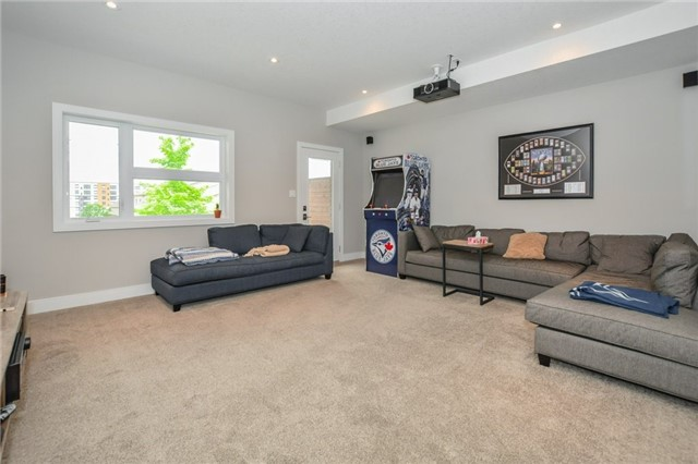 Condo Townhouse at 60 Arkell Rd, Unit 21, Guelph, Ontario. Image 10