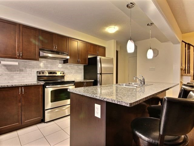 Townhouse at 24 Lynch Cres, Hamilton, Ontario. Image 2