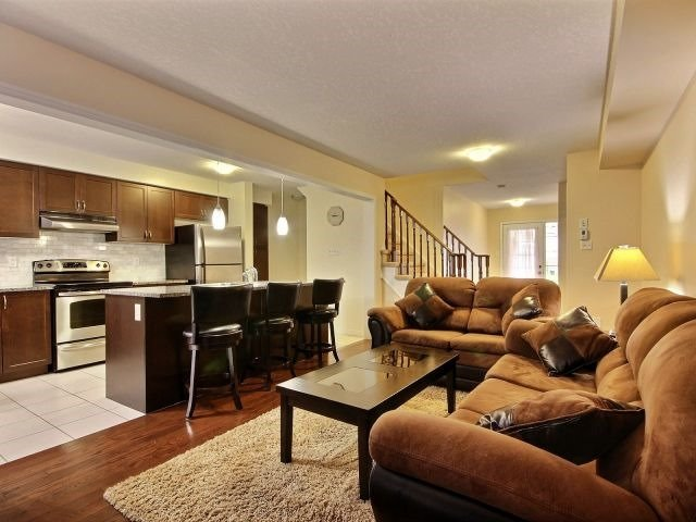 Townhouse at 24 Lynch Cres, Hamilton, Ontario. Image 4