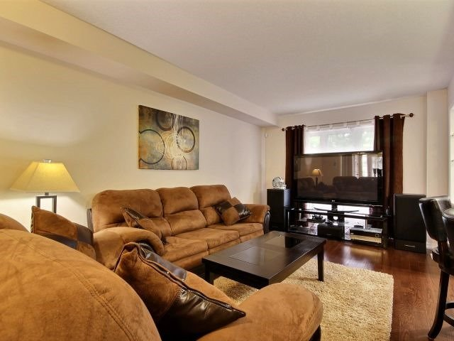 Townhouse at 24 Lynch Cres, Hamilton, Ontario. Image 5