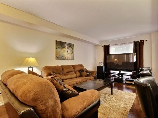 Townhouse at 24 Lynch Cres, Hamilton, Ontario. Image 7