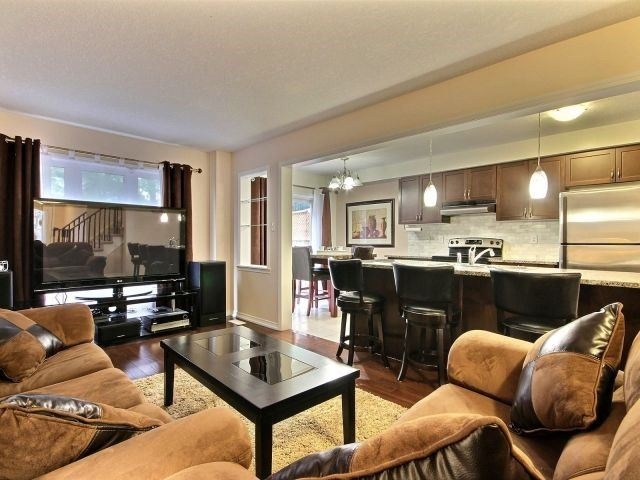 Townhouse at 24 Lynch Cres, Hamilton, Ontario. Image 8