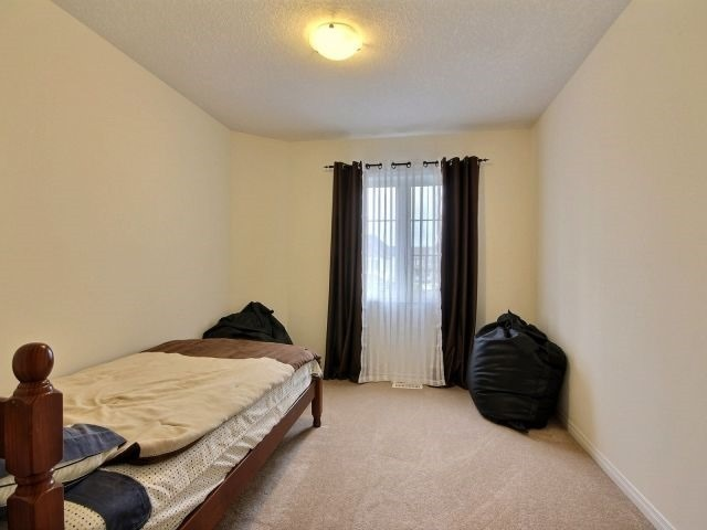 Townhouse at 24 Lynch Cres, Hamilton, Ontario. Image 13