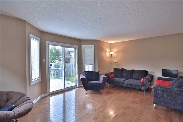 Townhouse at 105 Terraview Cres, Guelph, Ontario. Image 14