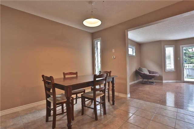 Townhouse at 105 Terraview Cres, Guelph, Ontario. Image 16
