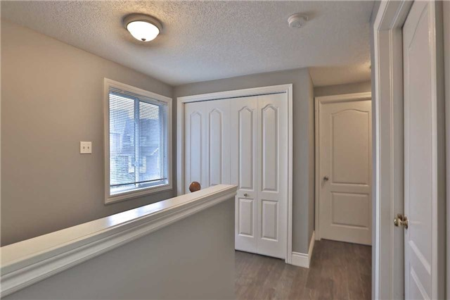 Townhouse at 105 Terraview Cres, Guelph, Ontario. Image 20