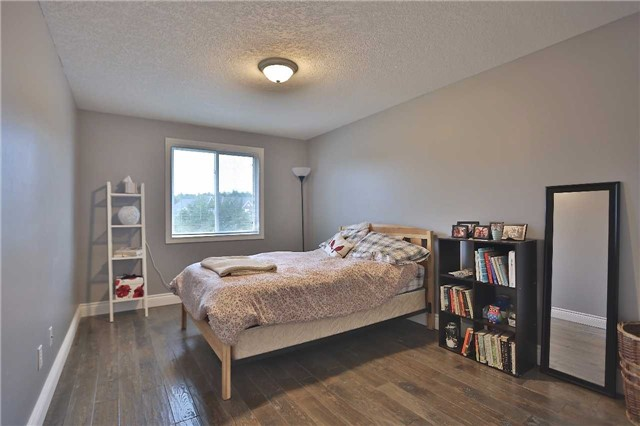 Townhouse at 105 Terraview Cres, Guelph, Ontario. Image 4