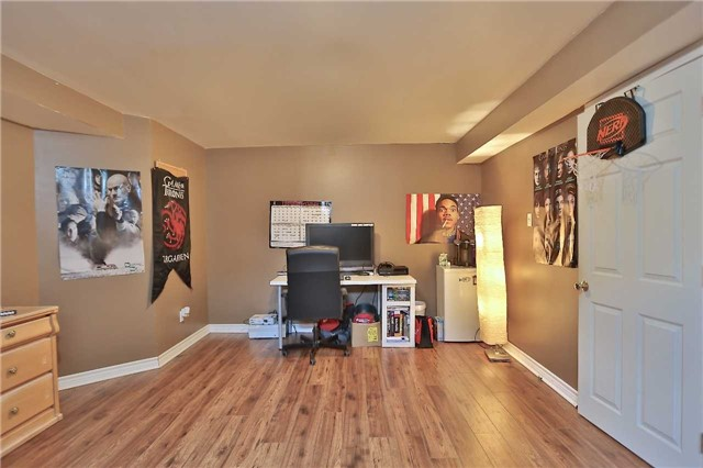 Townhouse at 105 Terraview Cres, Guelph, Ontario. Image 7
