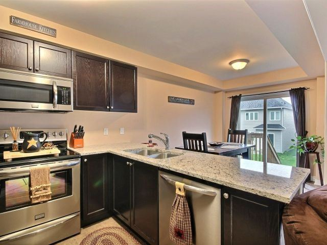 Townhouse at 879 Cook Cres, Shelburne, Ontario. Image 14