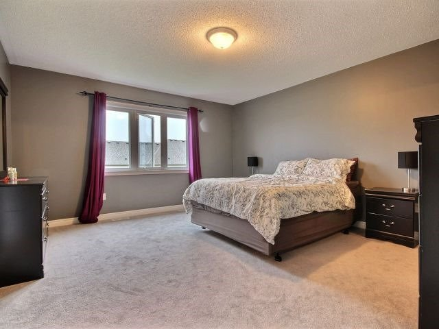 Townhouse at 879 Cook Cres, Shelburne, Ontario. Image 2