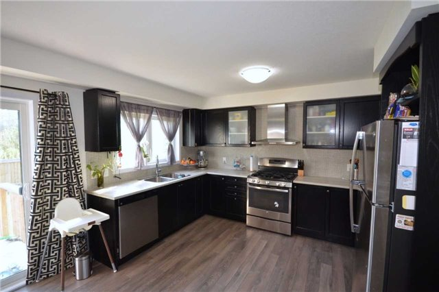 Townhouse at 60 Crafter Cres, Hamilton, Ontario. Image 14