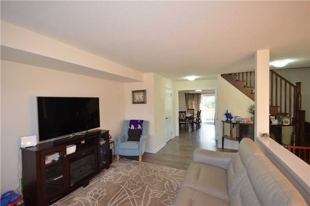 Townhouse at 60 Crafter Cres, Hamilton, Ontario. Image 15