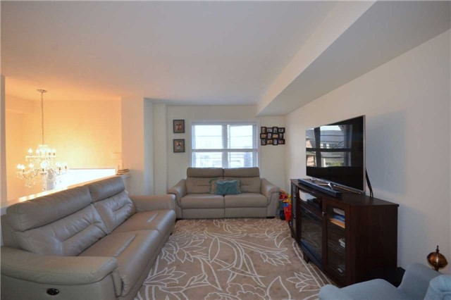 Townhouse at 60 Crafter Cres, Hamilton, Ontario. Image 16