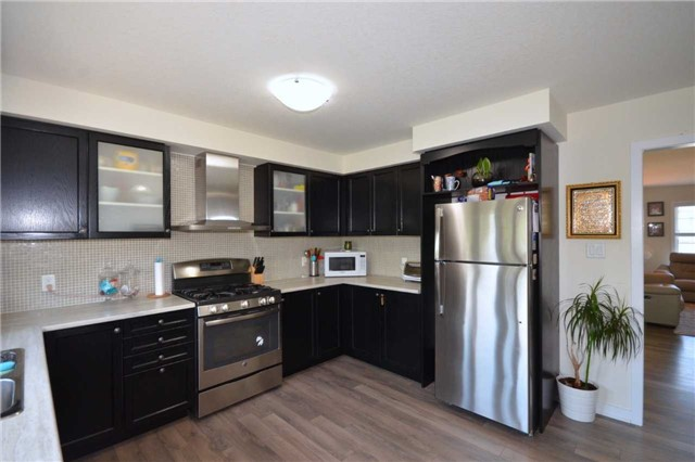 Townhouse at 60 Crafter Cres, Hamilton, Ontario. Image 17