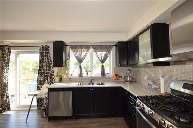 Townhouse at 60 Crafter Cres, Hamilton, Ontario. Image 19