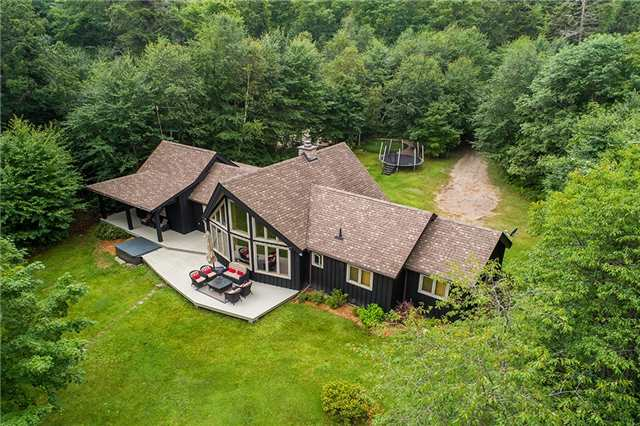 Cottage at 1041 Kells Bay Rd, Lake of Bays, Ontario. Image 8