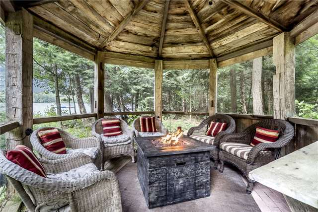 Cottage at 1041 Kells Bay Rd, Lake of Bays, Ontario. Image 5