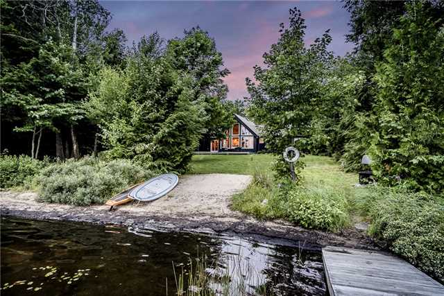 Cottage at 1041 Kells Bay Rd, Lake of Bays, Ontario. Image 6