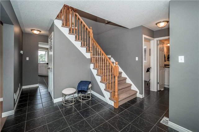 Detached at 2 Norton Dr, Guelph, Ontario. Image 12