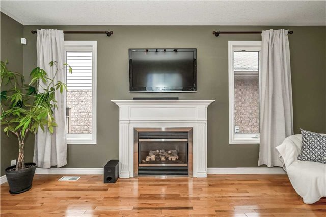 Detached at 2 Norton Dr, Guelph, Ontario. Image 16
