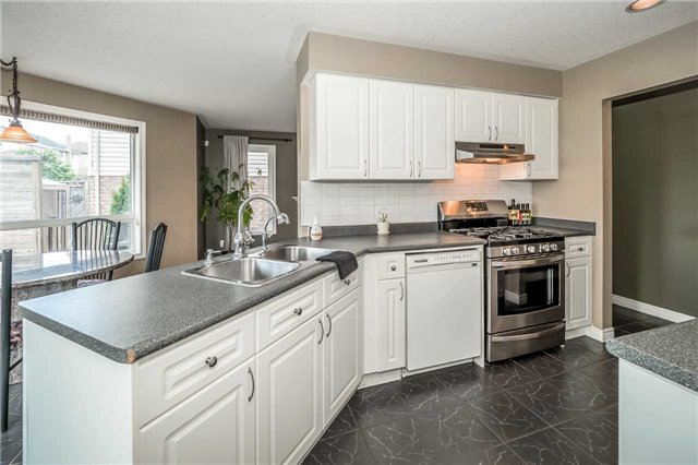 Detached at 2 Norton Dr, Guelph, Ontario. Image 17