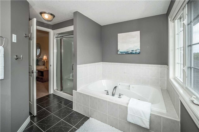 Detached at 2 Norton Dr, Guelph, Ontario. Image 4