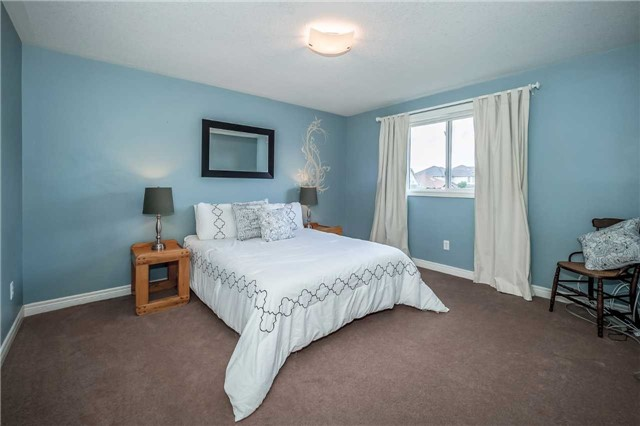 Detached at 2 Norton Dr, Guelph, Ontario. Image 5