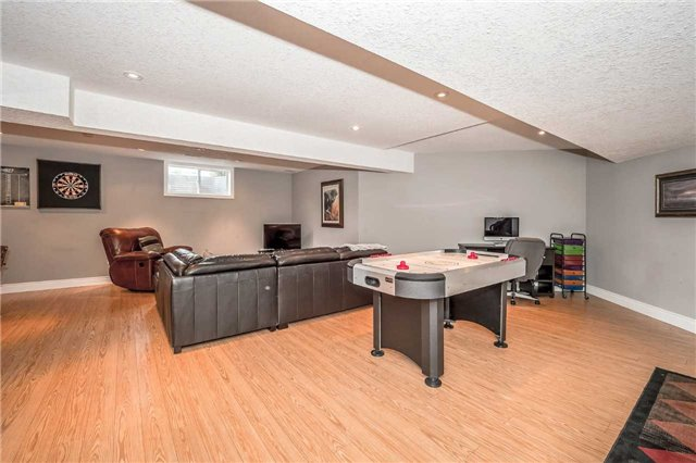 Detached at 2 Norton Dr, Guelph, Ontario. Image 8