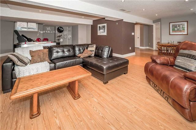 Detached at 2 Norton Dr, Guelph, Ontario. Image 9