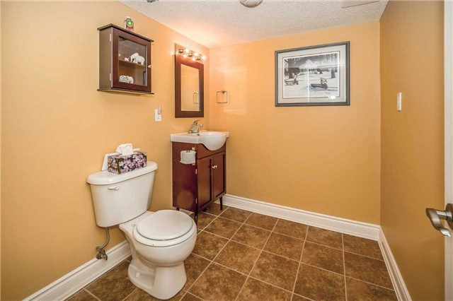 Detached at 2 Norton Dr, Guelph, Ontario. Image 10