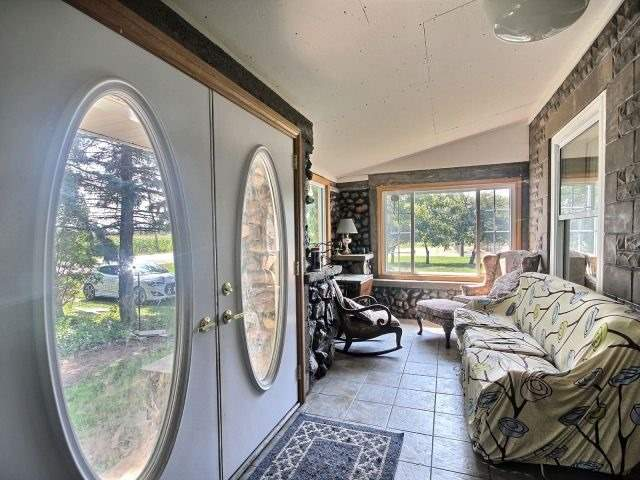 Detached at 2758 County Road 20 E, Essex, Ontario. Image 12