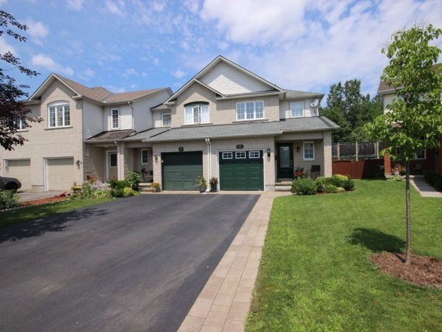 Townhouse at 15 Inverkip Ave, Ottawa, Ontario. Image 12