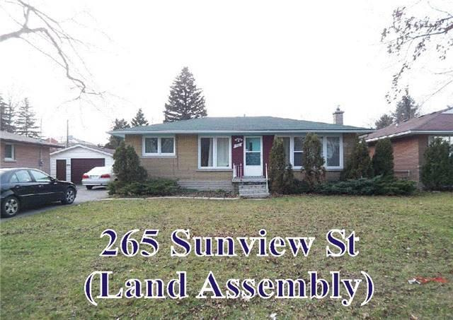 Detached at 267 Sunview St, Waterloo, Ontario. Image 2