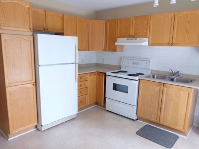 Condo Apartment at 75 Lapointe Blvd, Unit 3B, Russell, Ontario. Image 5