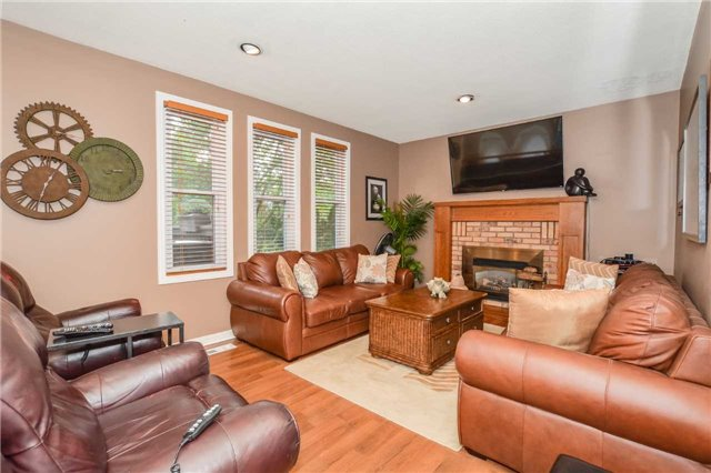 Detached at 26 Old Colony Tr, Guelph, Ontario. Image 3