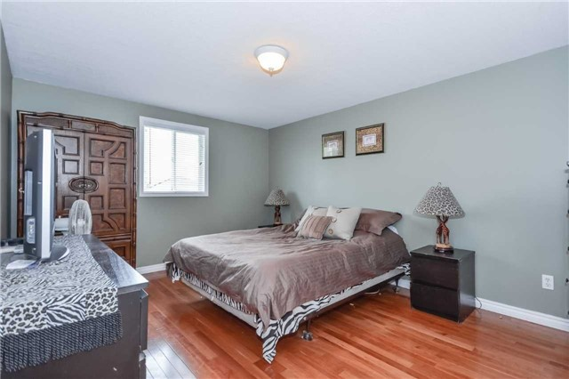 Detached at 564 Grange Rd, Guelph, Ontario. Image 2