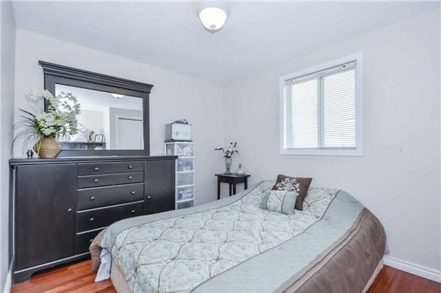 Detached at 564 Grange Rd, Guelph, Ontario. Image 3