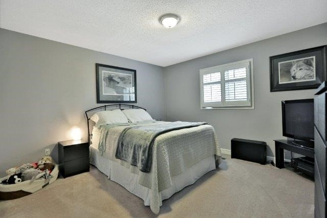 Detached at 73 Waterford Cres, Hamilton, Ontario. Image 19