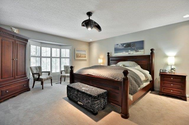 Detached at 73 Waterford Cres, Hamilton, Ontario. Image 3
